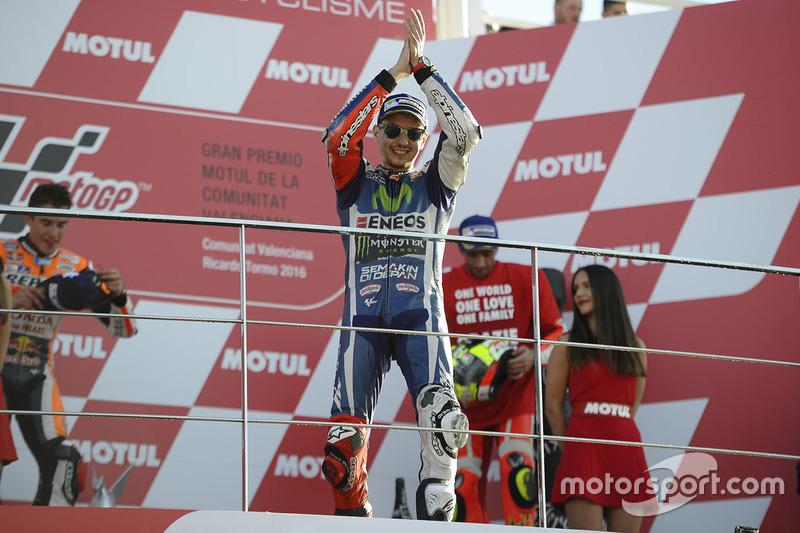 Хорхе Лоренсо після останньої перемоги з Yamaha у Валенсії у 2016 році