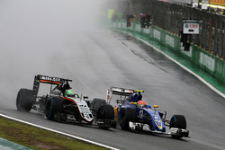 (L to R): Nico Hulkenberg, Sahara Force India F1 VJM09 and Felipe Nasr, Sauber C35 battle for position