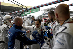 Felipe Massa, Williams, is applauded by the time on arrival back at the garage after retiring from the race in his last home Grand Prix
