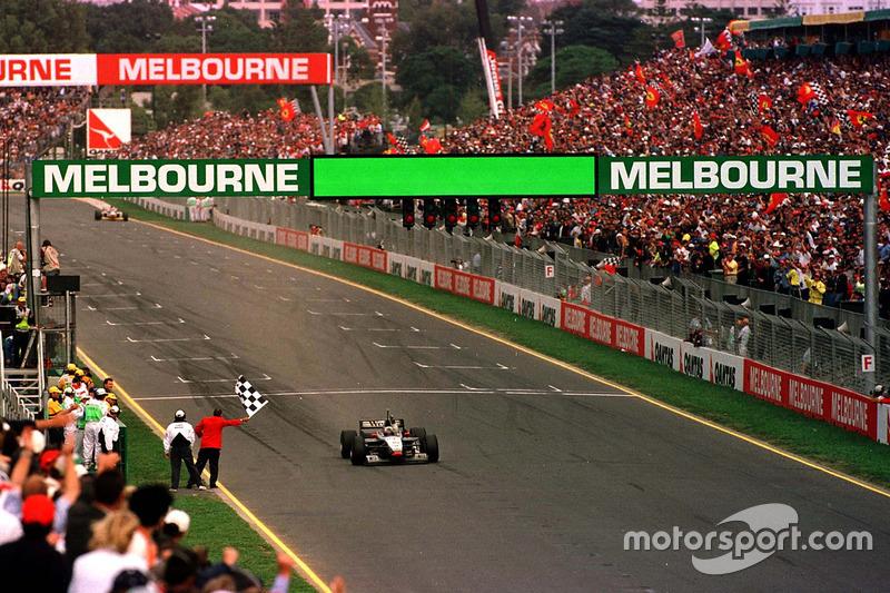 A temporada de 1997 teve muitos atrativos. O primeiro deles ocorreu logo na primeira prova: a McLaren voltou a vencer pela primeira vez desde Senna em 1993 com o escocês David Coulthard e uma nova pintura prateada.
