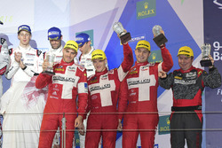 LMP1 privé podium: first place #13 Rebellion Racing Rebellion R-One AER: Matheo Tuscher, Dominik Kraihamer, Alexandre Imperatori