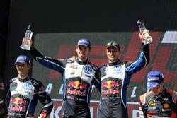 Podium: Sieger Andreas Mikkelsen, Anders Jäger, Volkswagen Motorsport