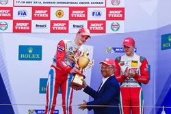 Podium: race winner Ralf Aron, third place Mick Schumacher