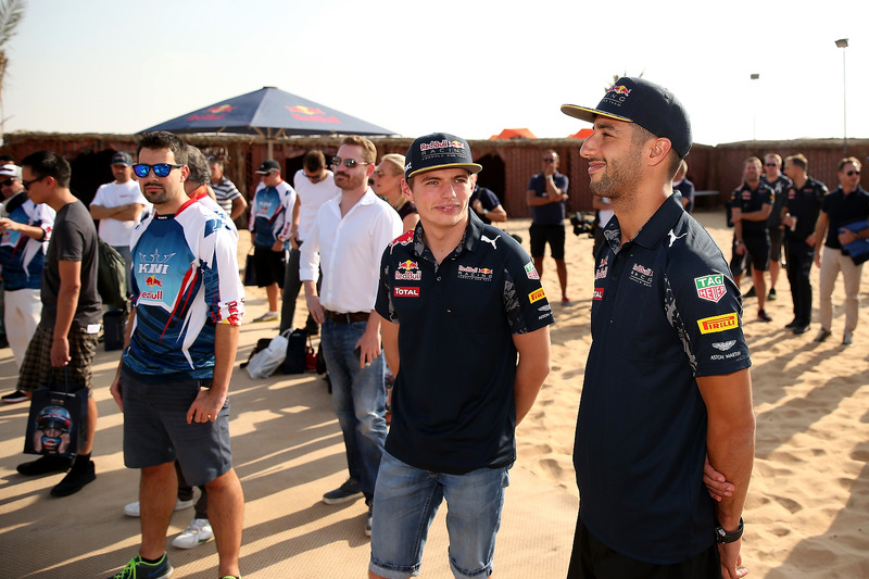 Max Verstappen, Red Bull Racing y Daniel Ricciardo, Red Bull Racing atienden en la junta para pilotos