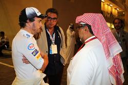 Fernando Alonso, McLaren con Muhammad Al Khalifa, presidente del circuito de Bahréin