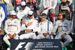 Lewis Hamilton, Mercedes AMG F1; Fernando Alonso, McLaren; Jenson Button, McLaren; Felipe Massa, Williams; and Nico Rosberg, Mercedes AMG F1 at the end of season group drivers group photograph