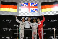Le vainqueur Lewis Hamilton, Mercedes AMG F1, le deuxième, Nico Rosberg, Mercedes AMG F1, le troisième, Sebastian Vettel, Ferrari