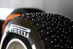 Pneu Pirelli à clous