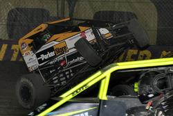 Crash: Kyle Larson