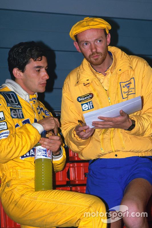Ayrton Senna, Team Lotus, talks with race engineer Steve Hallam