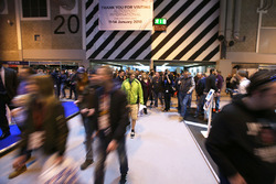 Fans llegan al Autosport International show