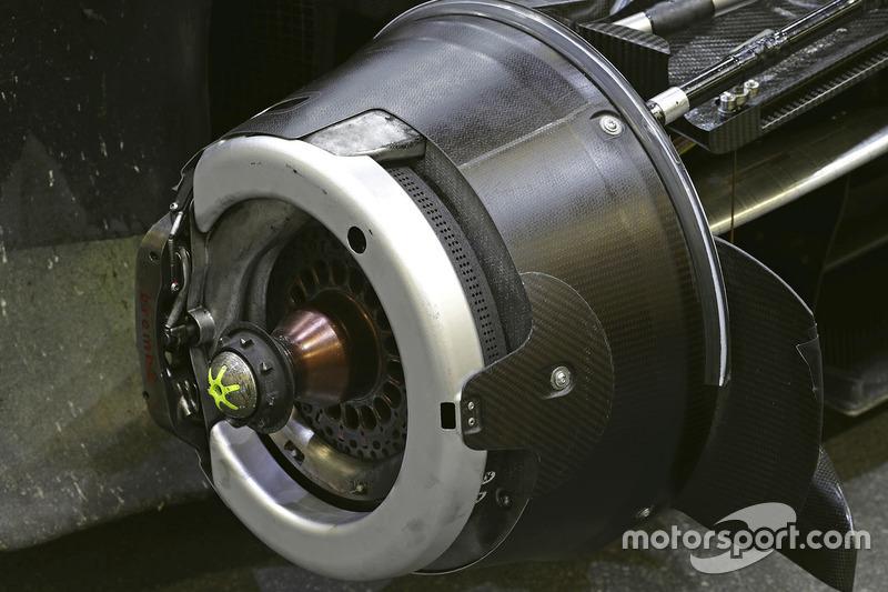 Audi R18: Vorderradaufhängung