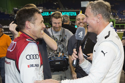 Tom Kristensen met David Coulthard en de media