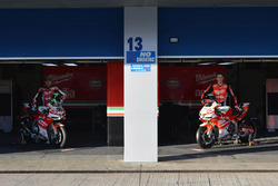 Lorenzo Savadori, Milwaukee Aprilia World Superbike Team; Eugene Laverty, Milwaukee Aprilia World Superbike Team