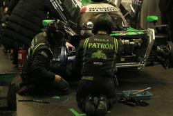 #22 Tequila Patron ESM Nissan DPi: Ed Brown, Johannes van Overbeek, Bruno Senna, Brendon Hartley in the garage
