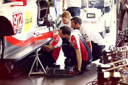 Mechaniker am #912 Porsche Team North America, Porsche 911 RSR: Kevin Estre, Laurens Vanthoor, Richard Lietz