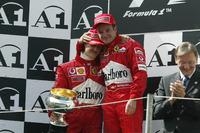 Подіум: переможець гонки Міхаель Шумахер, Ferrari, друге місце Рубенс Баррікелло, Ferrari