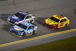 Kevin Harvick, Stewart-Haas Racing Ford, Alex Bowman, Hendrick Motorsports Chevrolet, Joey Logano, Team Penske Ford