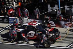 Austin Dillon, Richard Childress Racing Chevrolet, pit stop