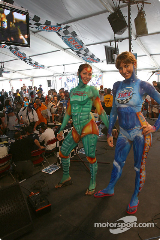 Drivers autograph session: body painting models