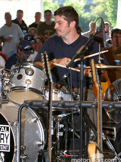 Drivers autograph session: jam session with Patrick Carpentier