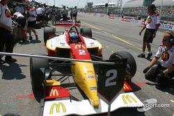 Pole winner Sébastien Bourdais arrives in this pit stall