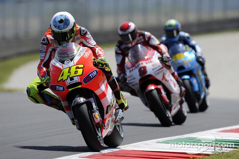"""2011 - O olho enorme no topo do capacete era um recado de Rossi a ele mesmo - para ficar atento e não sofrer outro acidente grave, como em 2010. """"É preciso prestar atenção, ou Mugello pode machucar você"""", disse o italiano."""