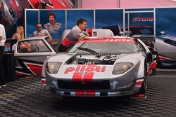 #40 Robertson Racing Doran Design Ford GT: Andrea Robertson, David Robertson