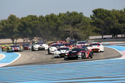 Start: #22 JR Motorsport Nissan GT-R: Peter Dumbreck, Richard Westbrook leads the field
