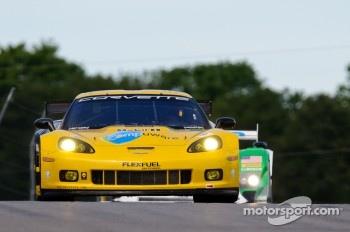 #4 Corvette Racing Chevrolet Corvette C6 ZR1: Oliver Gavin, Jan Magnussen