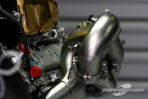 Williams, Ferrari and Mercedes tested new 2012 exhaust layout at Abu Dhabi