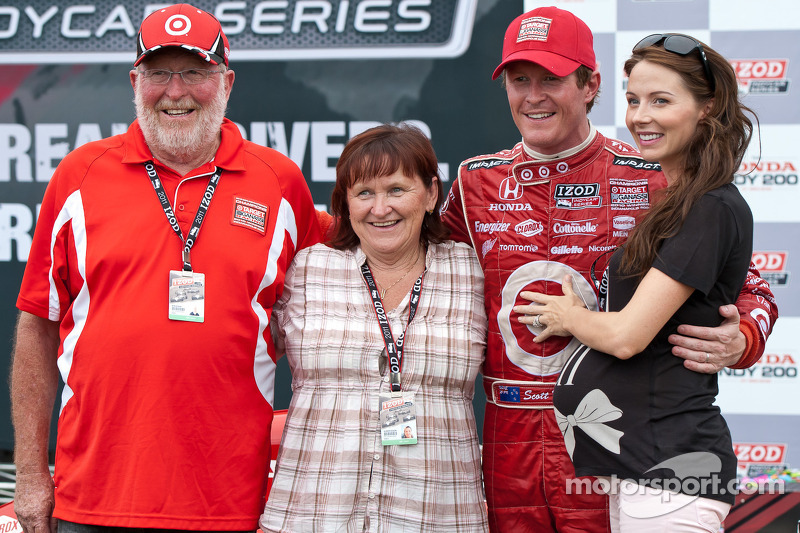 Scott Dixon with parents Ron and Glenys and wife Emma
