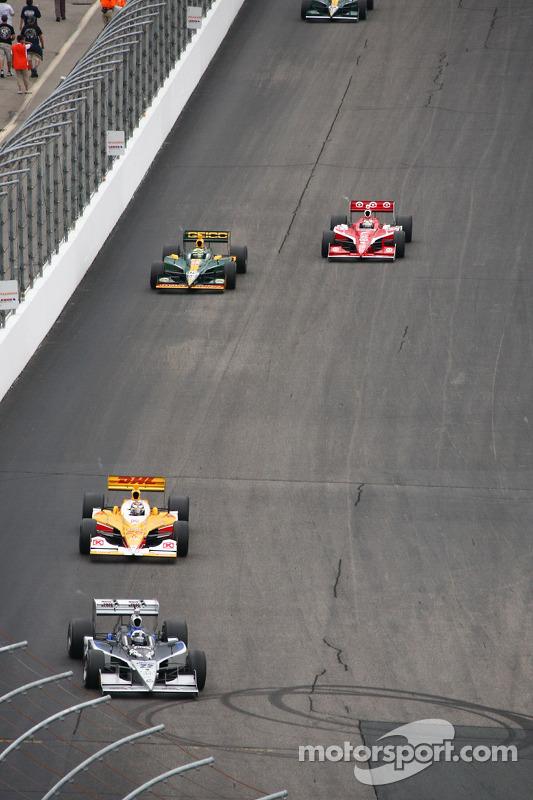 Tomas Scheckter, Dreyer & Reinbold Racing leads Ryan Hunter-Reay, Andretti Autosport