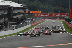 Inicio: Sebastian Vettel, Red Bull Racing lidera el grupo