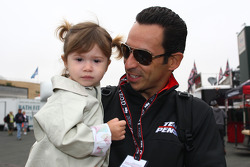 Helio Castroneves, Team Penske with his daughter