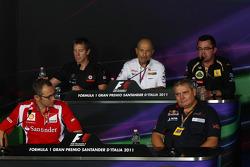Stefano Domenicali Ferrari Direktörüü, Tim Goss, McLaren Mercedes, Peter Sauber, Sauber F1 Team, Takım Patronu, Giorgio Acsanelli, Scuderia Toro Rosso, Eric Boullier, Takım Patronu, Lotus Renault GP