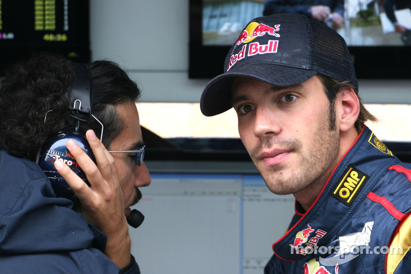 Laurent Mekies, Chief Engineer, Scuderia Toro Rosso and Jean-Eric Vergne, Test Driver, Scuderia To
