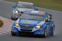 Yvan Muller, Chevrolet Cruz 1.6T, Chevrolet and Mehdi Bennani, BMW 320 TC, Proteam Racing