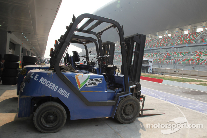 Fork lift truck in the pit lane