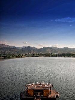 The lovely Lago Potrero de los Funes