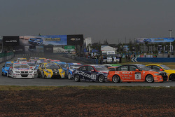 Norbert Michelisz, BMW 320 TC, Zengo-Dension Team and Colin Turkington, BMW 320 TC, Aviva-Cofco Wiechers-Sport
