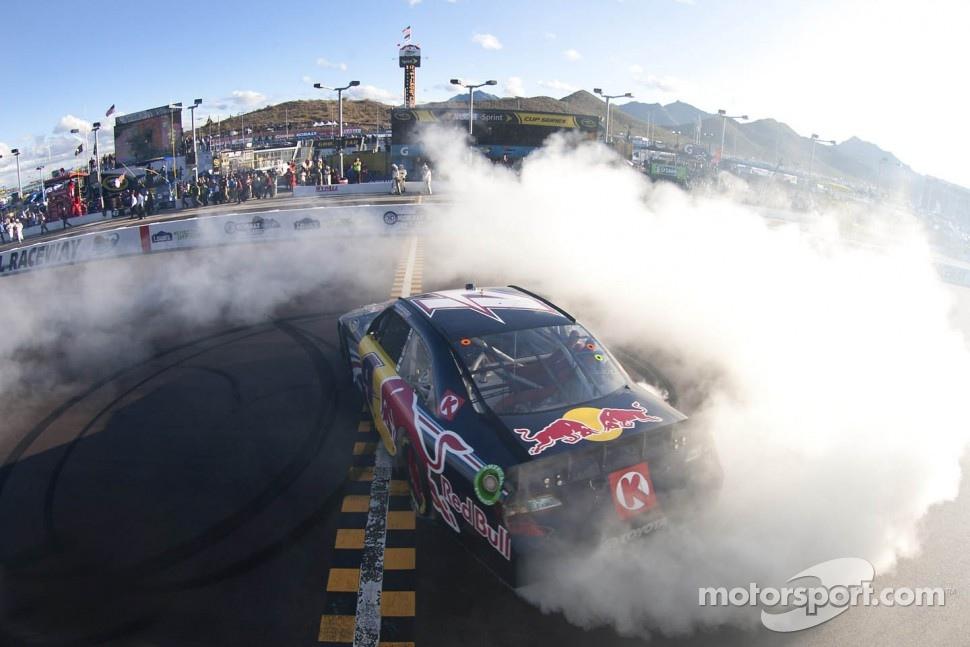 Race winner Kasey Kahne, Red Bull Racing Red Bull Toyota celebrates