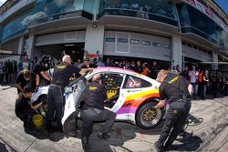 Pit stop for #51 Kremer Racing Porsche 911 Cup: Eberhard Baunach, Michael Kueke