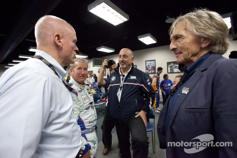 Rolex 24 At Daytona Champions fotoshoot: Rob Dyson, Hurley Haywood, Bobby Rahal en Derek Bell