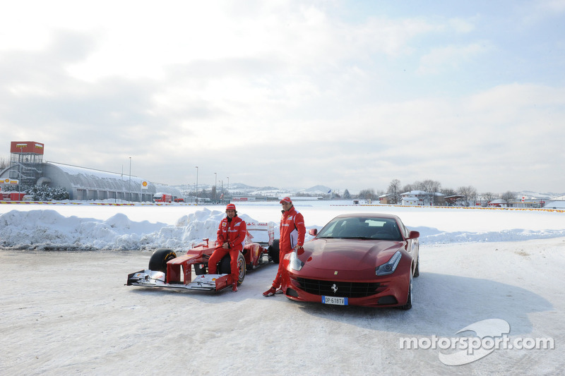 Fernando Alonso en Felipe Massa met Ferrari F2012 en FF