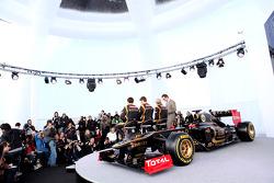 Kimi Raikkonen, Lotus Renault F1 Team en Romain Grosjean, Lotus Renault F1 Team en Jérôme d'Ambrosio