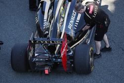 Kimi Raikkonen, Lotus Renault F1 Team engine cover