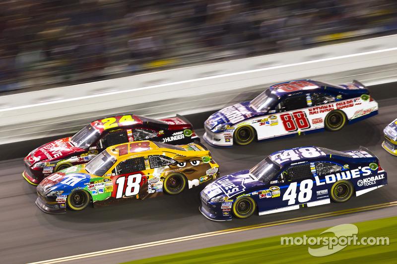 Kyle Busch, Joe Gibbs Racing Toyota, Jeff Gordon, Hendrick Motorsports Chevrolet, Jimmie Johnson, Hendrick Motorsports Chevrolet, Dale Earnhardt Jr., Hendrick Motorsports Chevrolet