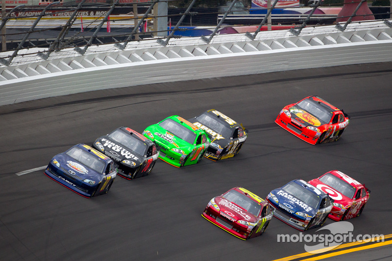 Joe Nemechek, NEMCO Motorsports Toyota en Jeff Gordon, Hendrick Motorsports Chevrolet