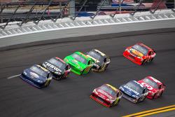 Joe Nemechek, NEMCO Motorsports Toyota and Jeff Gordon, Hendrick Motorsports Chevrolet lead a group of cars